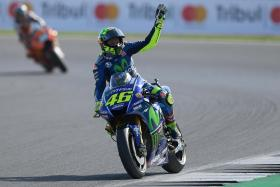 Rossi completes first laps as he returns to riding form